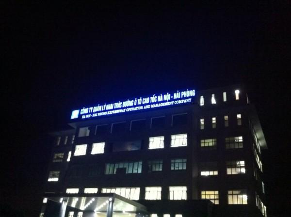 Maxb thi công bộ chữ mica gắn đèn led công ty khai thác đường cao tốc Hà Nội - Hải phòng