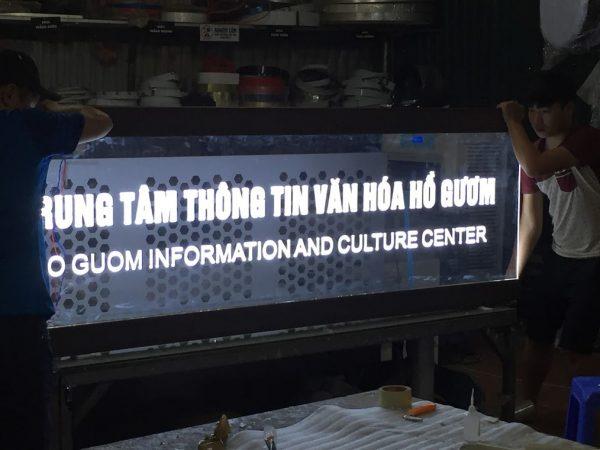 Làm biển kính quảng cáo tại Hà Nội